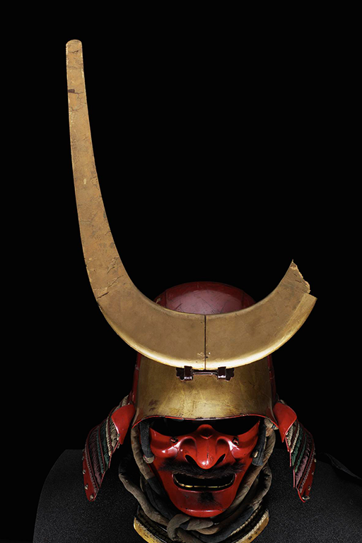 Front view of the kabuto, showing the golden crest to the front.