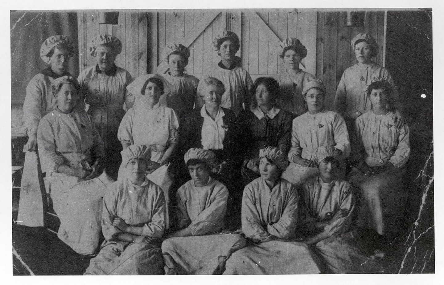 A group of First World War women munitions factory workers pose for the camera